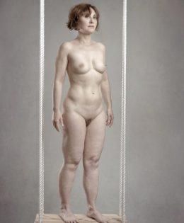 Mujer en columpio II