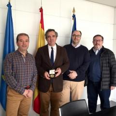 Entrega de la medallade oro CEF al Gobierno del Principado de Asturias